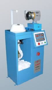 Laboratory knitting machine for dye hoses